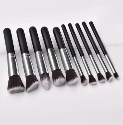 Nycole Brush Set