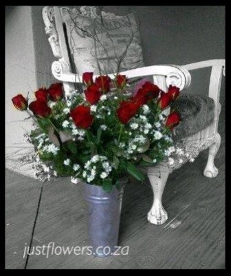 Red or White Rose Bucket
