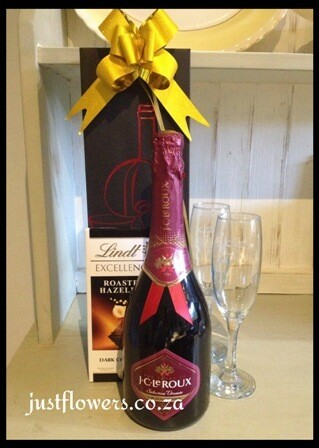 Red Sparkling Wine + Lindt in Gift bag