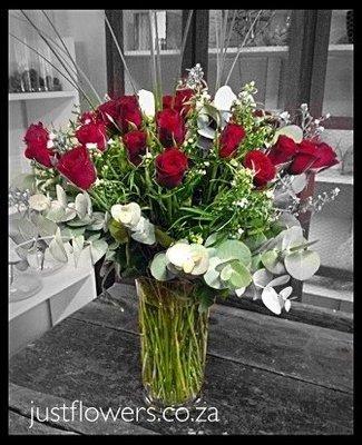 Red or White Roses Glass vase