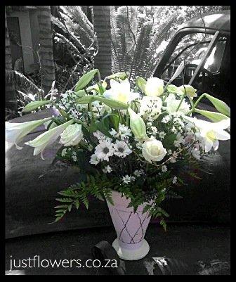 Vase in white