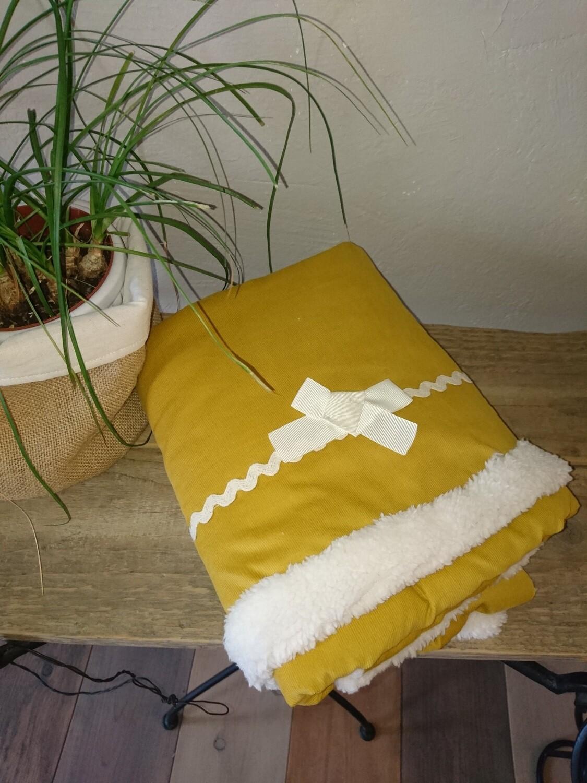 Plaid Morphée en velours milleraies moutarde  et polaire mouton crème