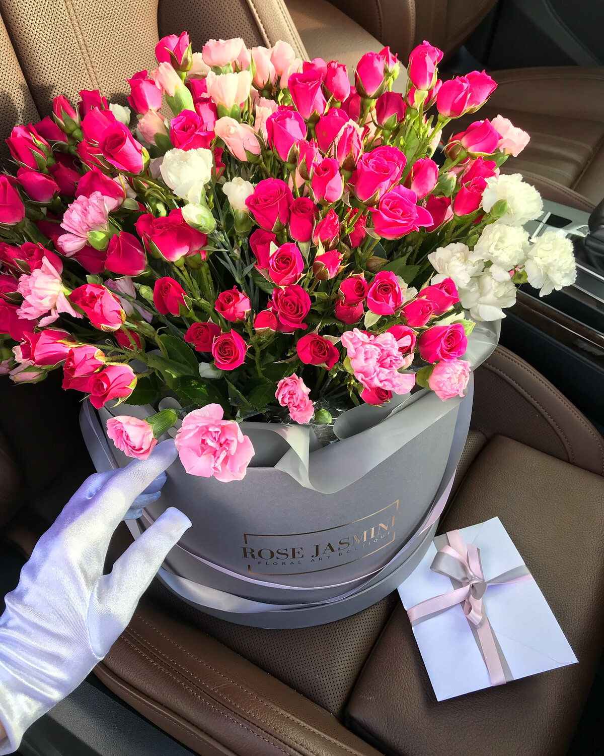 Garden Roses in a Grey Round Box (Cutest Arrangement Ever)