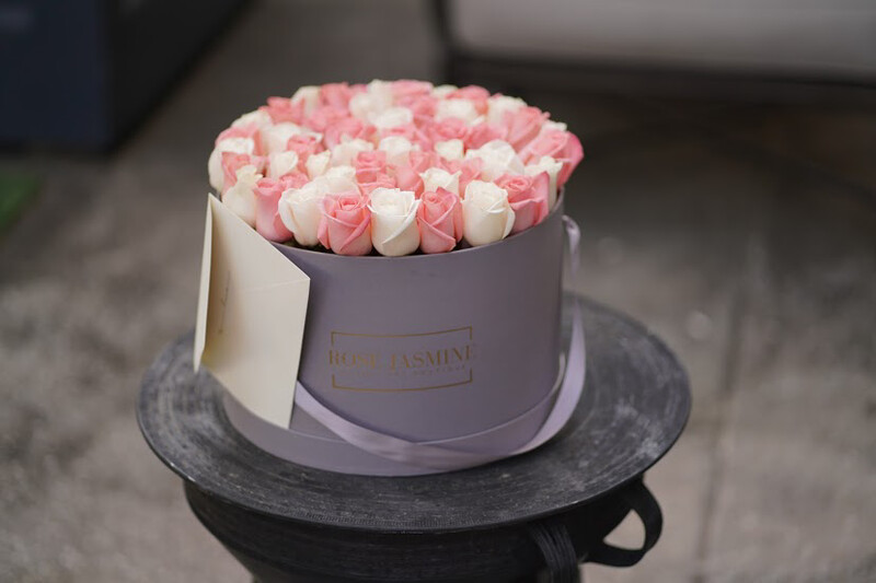 Grey Grande Box & Up To 4 Dozen Roses
