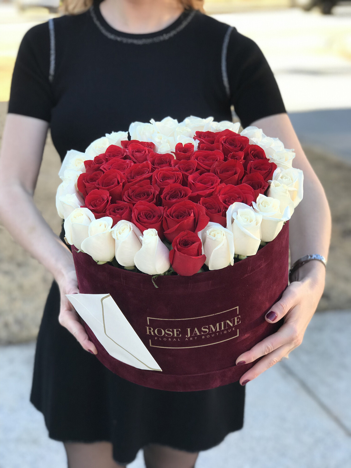 Love is in the air (Up To 4 Dozen Fresh Roses)