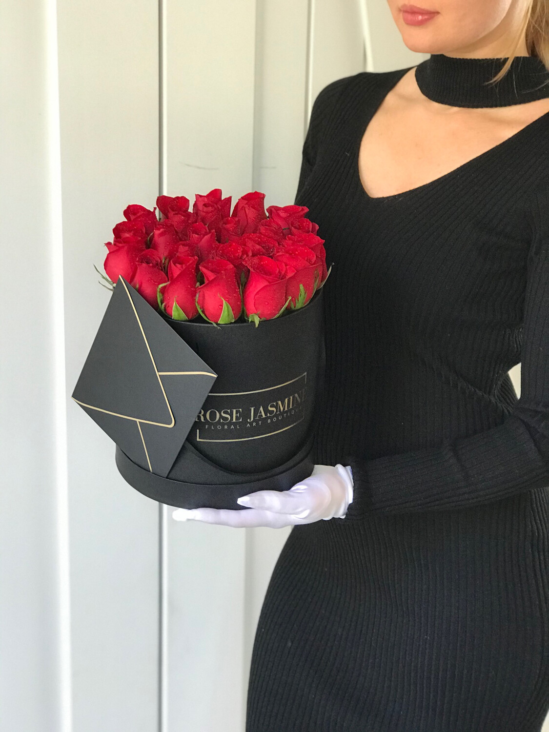 Black Box And Up To 2 Dozen Fresh Red Roses