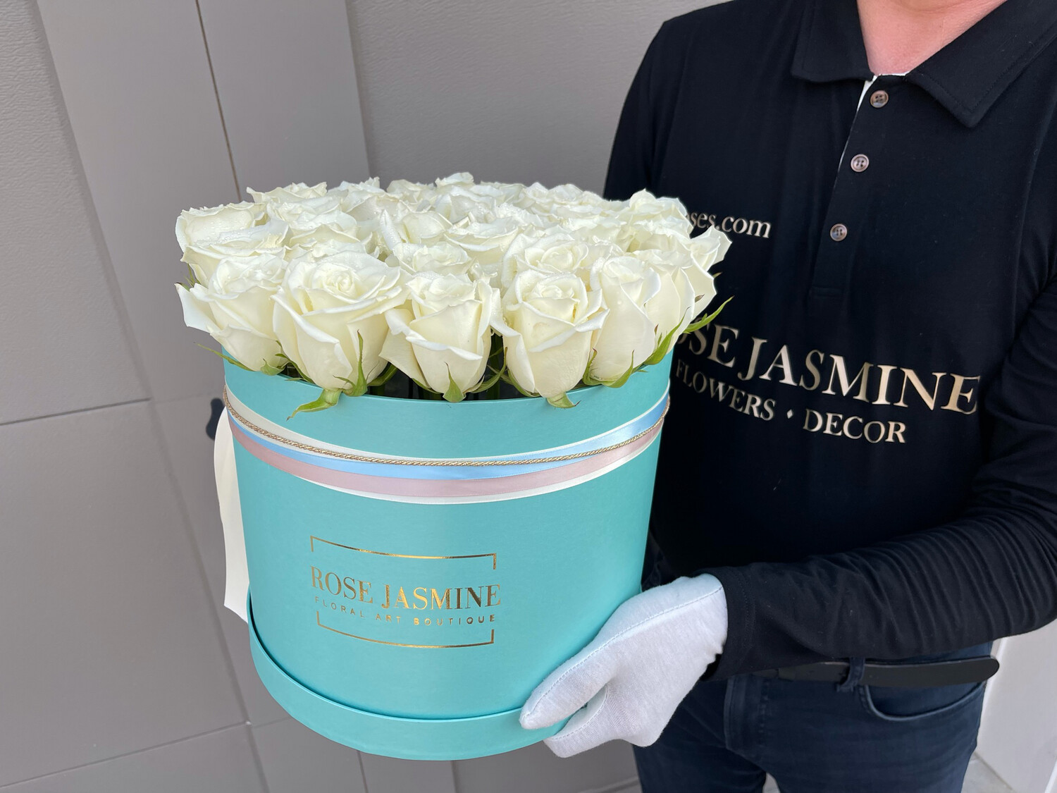 Mint Pearl Flower Box & Up To 40 Stems Fresh Premium Roses