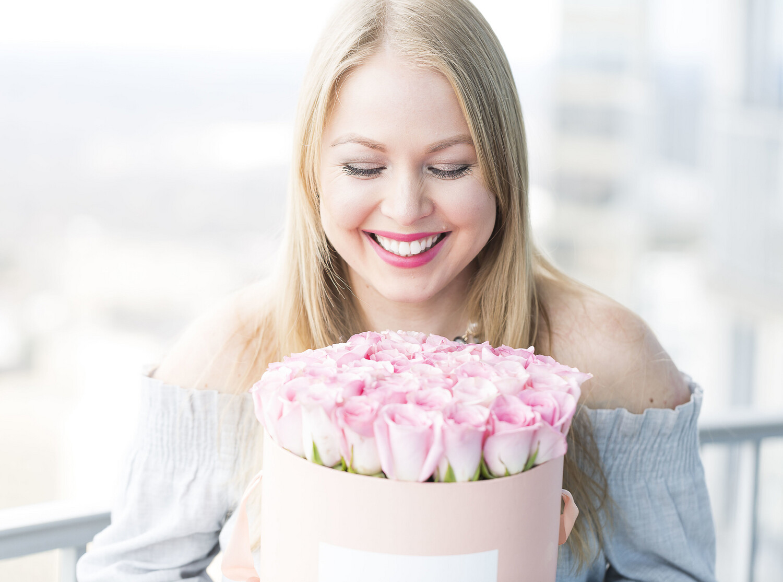 Pearl Pink Petite & 2 Dozen Fresh Roses