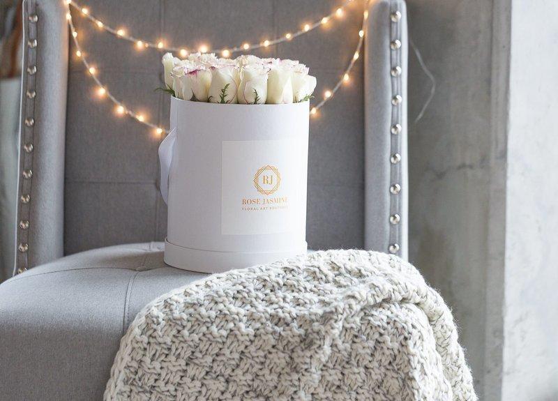 White Box (2 Dozen Roses)