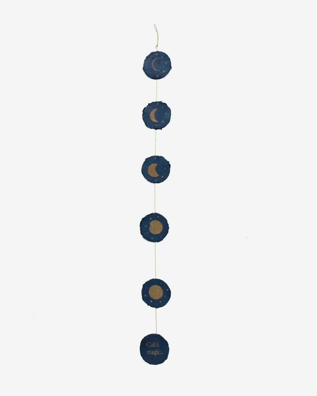 Guirnalda Astrea fases luna fondo azul
