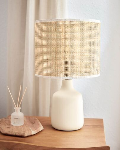 Lámpara de mesa Erna de cerámica blanco y bambú con acabado natural