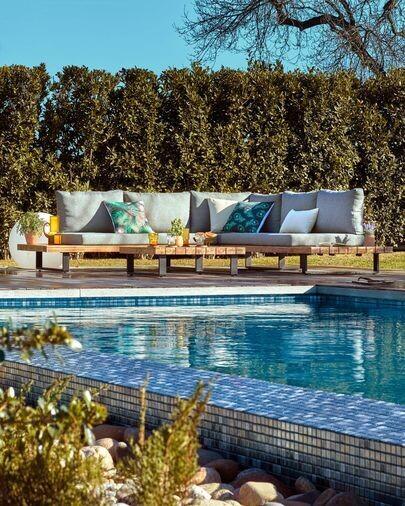 Set Zalika de sofá rinconero de 5 plazas y mesa de madera maciza de acacia FSC 100%