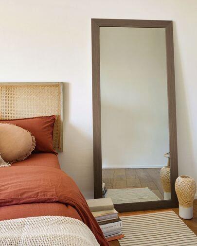 Espejo Yvaine 80,5 x 180,5 cm con acabado nogal