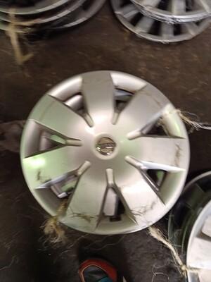 Wheel caps nissan