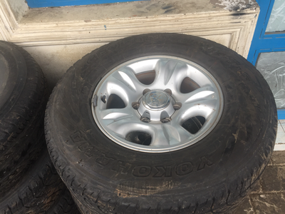 Alloy rims with tires for landcruiser
