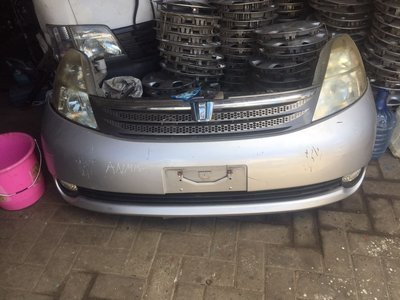 toyota isis nose cut