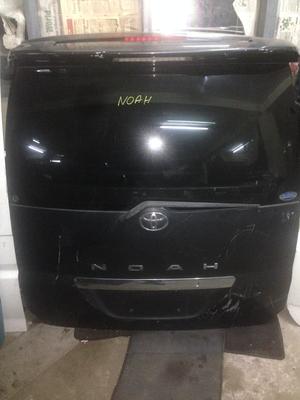 Toyota NOAH boot Azr70
