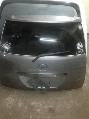Toyota Isis boot