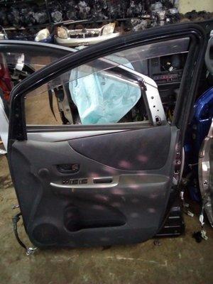 Toyota ractis drivers door