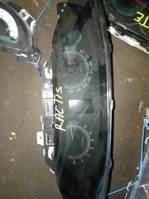 Toyota Ractis clock