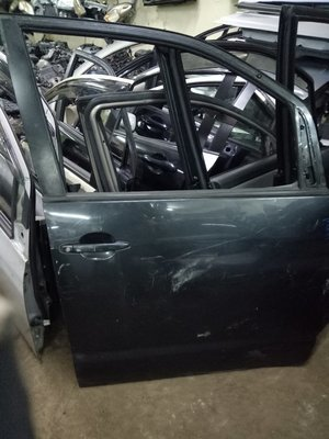Toyota Noah Drivers door