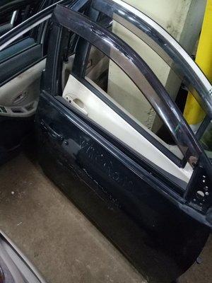 Nissan Wingroad driver door