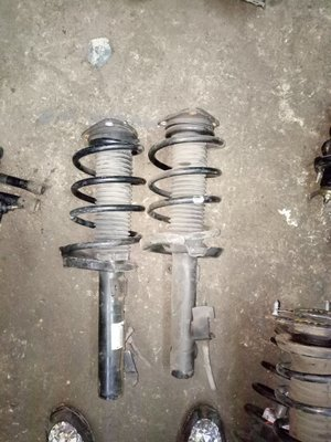 Toyota premacy front shocks