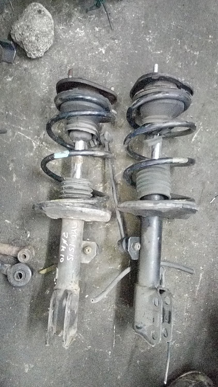 Toyota Isis front shocks