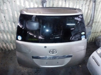 Toyota Isis 2006 boot