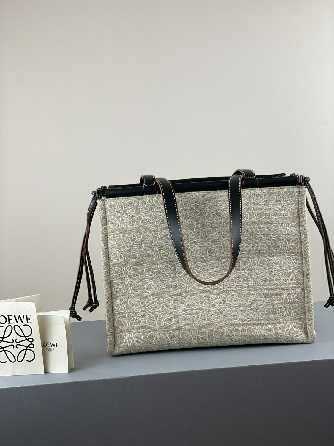 SMALL CUSHION TOTE BAG, Anagram linen and leather