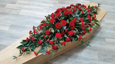 Mixed Red Coffin Spray