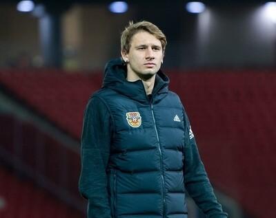 Утепленный жилет Adidas HELIONIC HOODED c эмблемой клуба