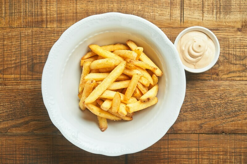 Картофель фри с соусом айоли