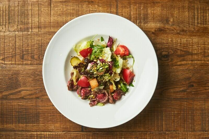 Фирменный салат с ростбифом