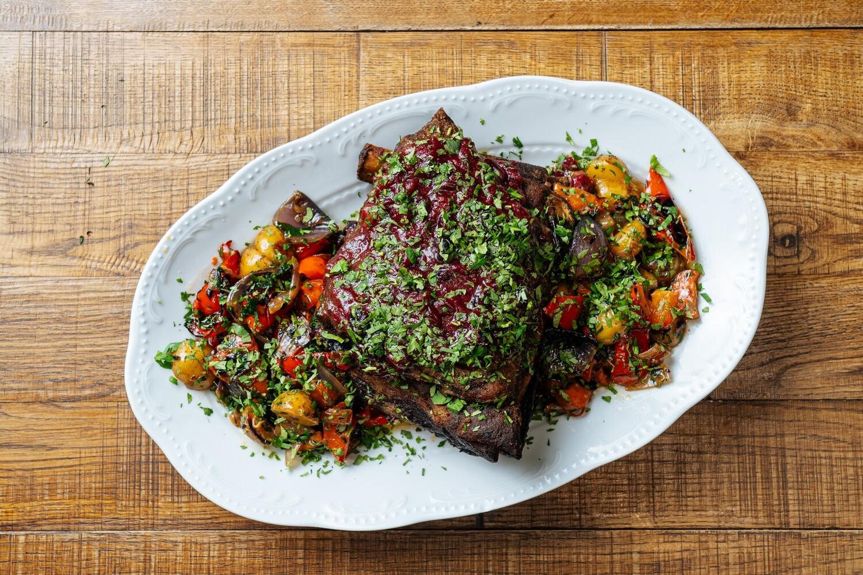Целиковое говяжье ребро с печеными овощами - предзаказ за 24 часа