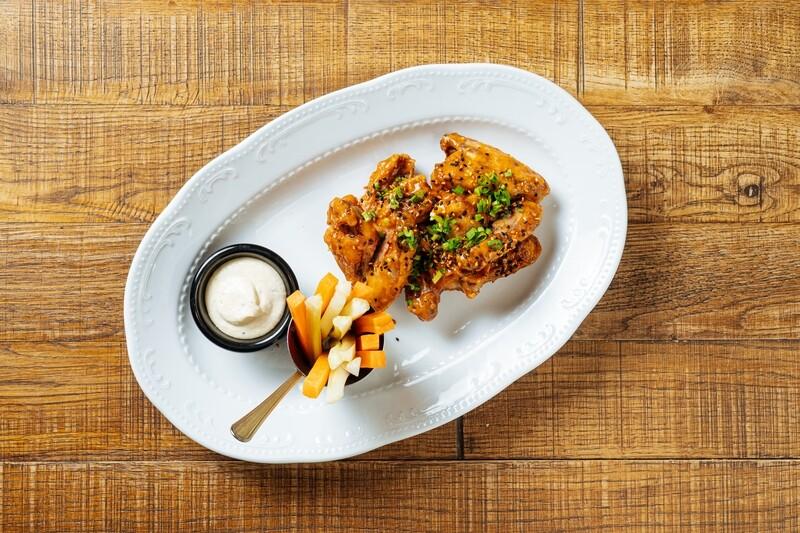 Сочные куриные крылья в персиковом BBQ