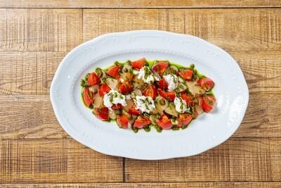 Спелые томаты, нектарины & сыр страчателла