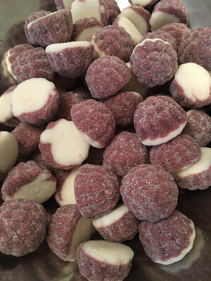 FIZZY BERRY AND CREAM KISSES