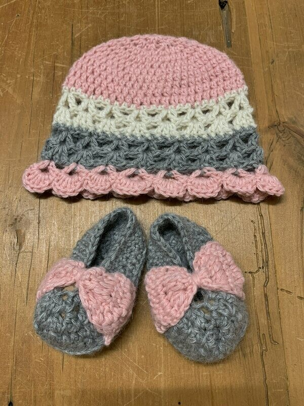 Baby Alpaca Booties and Hat Set - 0-3 Months