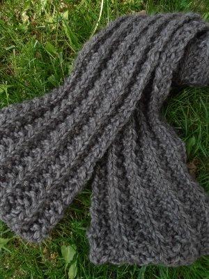 Bulky Ribbed Crochet Scarf