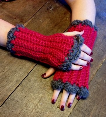 Snuggle Scalloped Edge Gauntlets