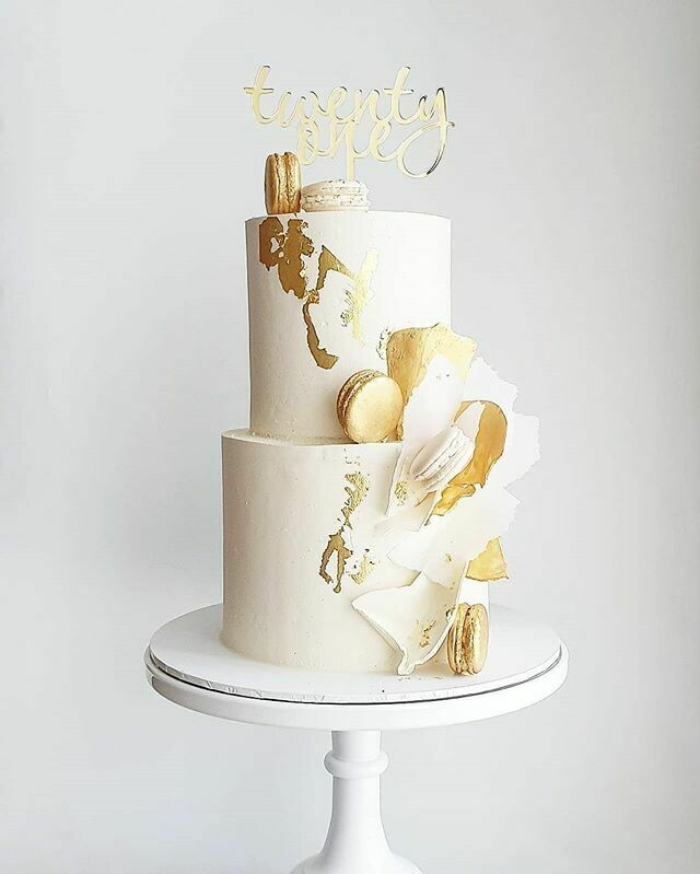 Full Buttercream Cake + Macarons + Shards