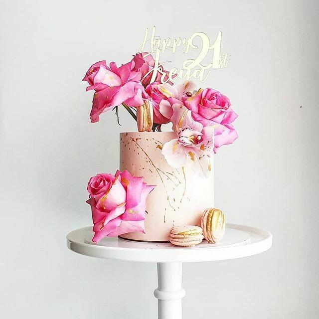 Full Buttercream Cake + Macarons + Florals