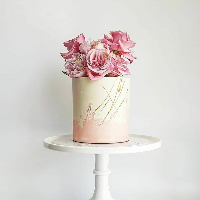 Half Watercolour Buttercream Cake + Clustered Florals