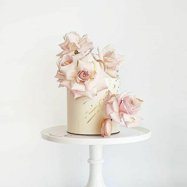 Full Buttercream Cake + Roses + Macarons