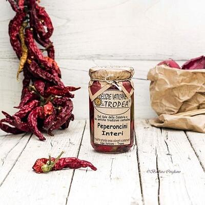 Kokonaisia Peperoncino-pippuria oliiviöljyssä | DELIZIE VATICANE DI TROPEA | 280 g