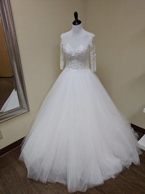 Gorgeous Vintage Inspired Wedding Dress size 0-2 - OFF THE RACK ONLY