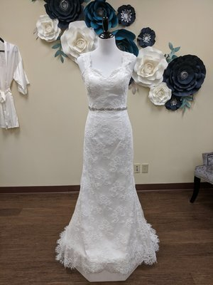 All Lace Gown Sample Size 4 - ZIPPER DAMAGED
