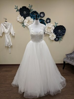 2 in 1 Gown with Lace Detail and Tulle Skirt - Sample Size 14