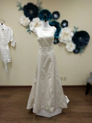 Amsale Gown with Beaded Attached Belt Size 8
